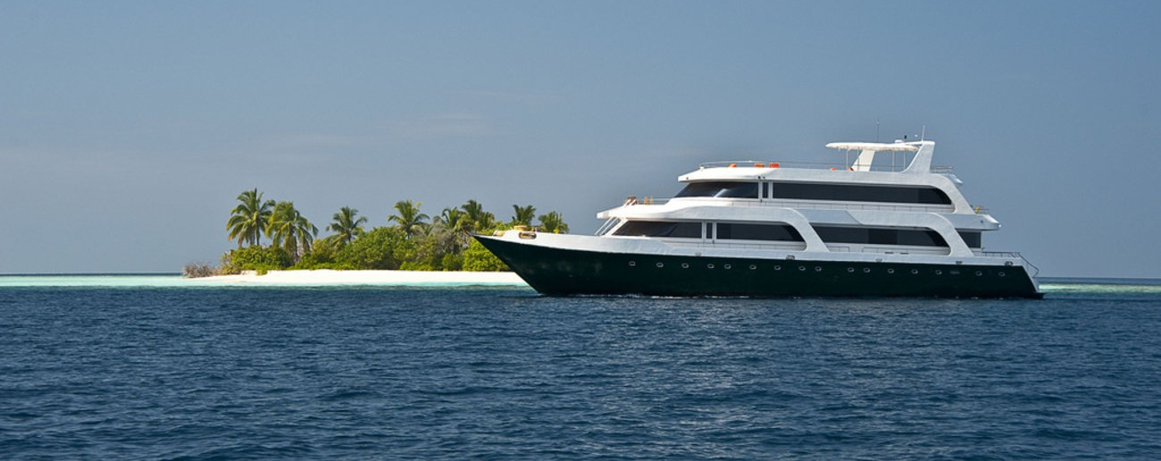 Maldives-SCUBA-diving-live-aboard_copy-e1439375170836
